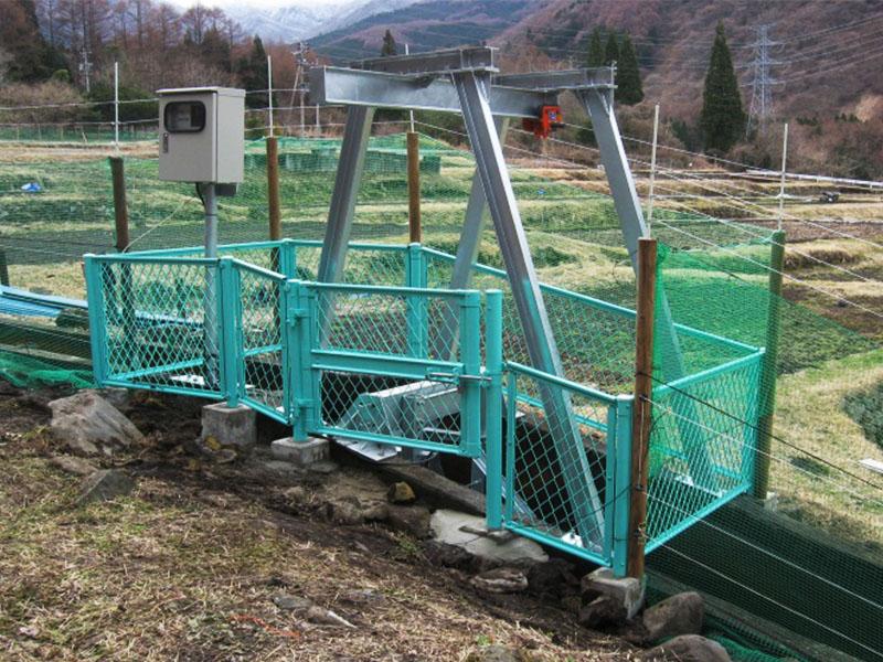 小型水力発電+電気柵(サル用)