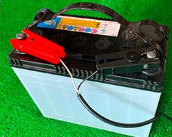 電源は12Vカーバッテリー(別売)使用、ワニ口クリップで繋ぐだけ